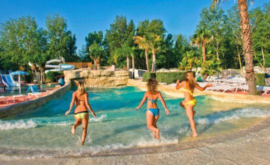 3 zwembaden met golfslagbad