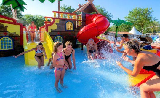 Vakantiepark De Zeumersehof - Camping-met-Zwemparadijs